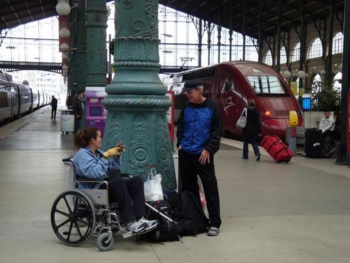 BPO Elks | Deer hide | Gloves | Fingerless Gloves | Wheelchair Accessory | Accessible Travel | Veterans | Gare du Nord | Paris | Train station